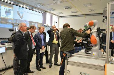 """Vernetzung von Wirtschaft und Wissenschaft"""":  25 Unternehmer besuchten unser Smart Factory LAB"""