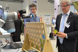 Austausch mit hochrangigen Robotik-Vertretern in Steyr