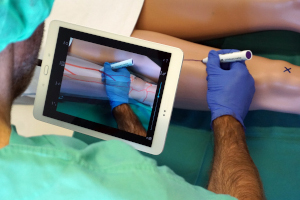 Vom Operationssaal bis zum Flugzeugbau: Augmented Reality hilft Chirurgen und Ingenieuren